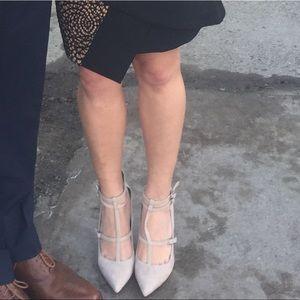 Cream colored heels Size 6.